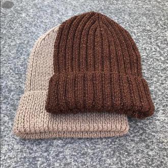 Коричневая шапка с люрексом