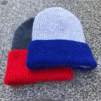 Серая шерстяная шапка с синим отворотом