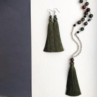 Комплект кистей: серьги кисточки и сотуар цвета хаки