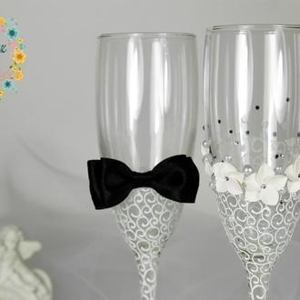 Свадебные бокалы Жених Невеста с цветами и стразами