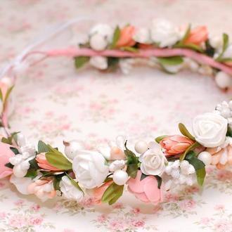 Нежный венок веночек на голову с белыми и персиковыми цветами