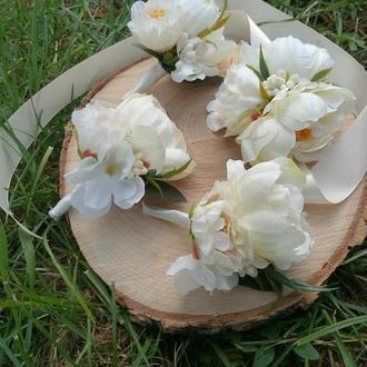 Бутоньерка с пионами Белая бутоньерка Бутоньерки для гостей Бутоньерки для свидетелей Веночек