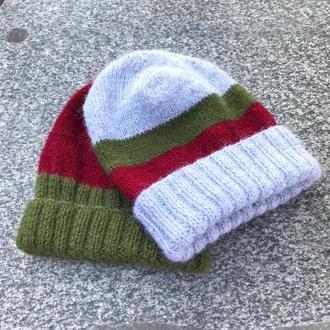 Серая шерстяная шапка с полосками