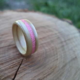 Необычное женское кольцо ручной работы из дерева ясеня 16 размера