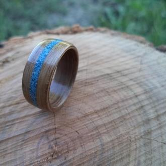 Деревянное кольцо из черного ореха с инкрустацией 18 размера