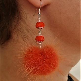 Серьги помпоны из меха норки. Оранжевые серьги с меховыми шариками.