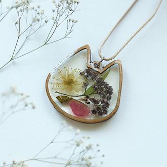Кулон-котик с  цветочной композицией