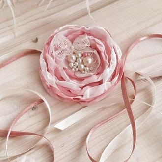 "Свадебная бутоньерка на руку ""Шелковый цветок"""
