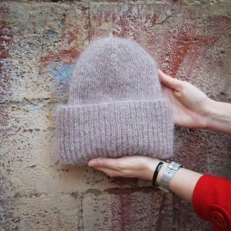 Бежевая шапка с отворотом мохер