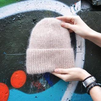 Шерстяная объемная шапка бежевого цвета