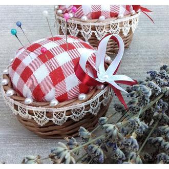 Плетеная игольница из бумажной лозы