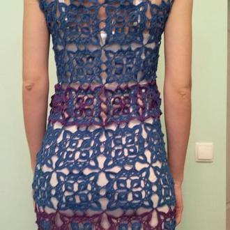 голубое платье, вязаное крючком