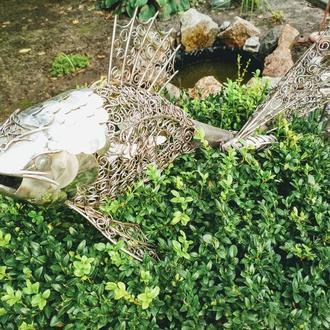 скульптура рыбы в абстрактном стиле из нержавеющей стали