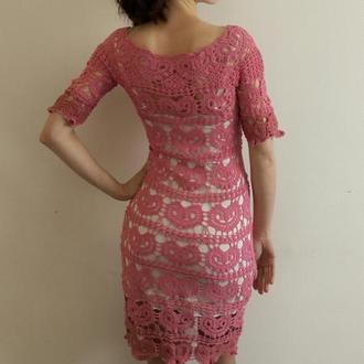розовое платье с сердцами