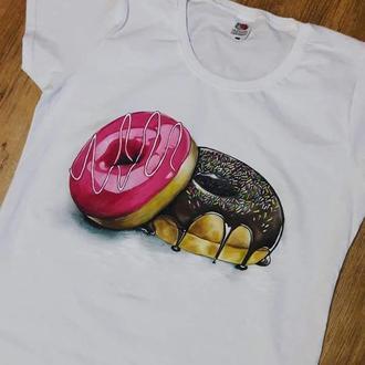 """Футболка с ручной роаписью. """"Пончики"""""""