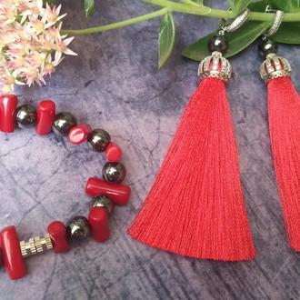 Комплект серьги-кисти и коралловый браслет