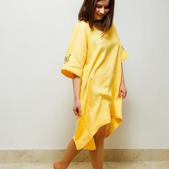 Жовта сукня oversize із вишитими метеликами