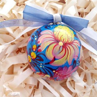Новогодняя игрушка, деревянный голубой елочный шар с ручной росписью