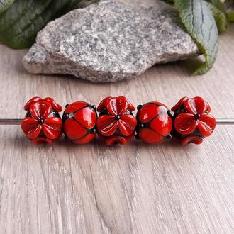 Бусины «Цветы красные на черном»