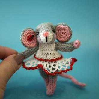 Мышонок в платьице