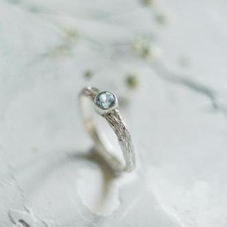 Кольцо с фактурой коры и голубым топазом