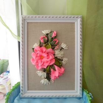 """Картина-миниатюра """"Чайная роза и хризантемы"""" 15 на 21 см вышивка лентами"""