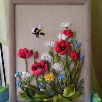 """Картина-миниатюра """"Полевые цветы и шмель"""" вышивка лентами 15 на 21 см"""