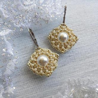 Белые кремовые с серебром свадебные сережки с жемчугом Сваровски для невесты. Шампань | Swarovski