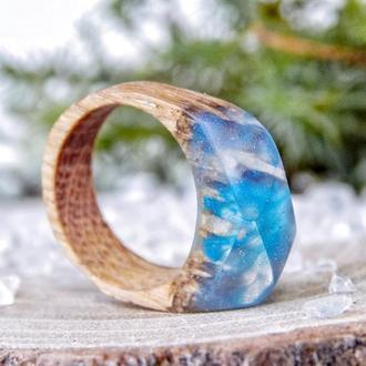 Необычное кольцо из эпоксидной смолы и дерева, голубое колечко из дуба и ювелирной смолы, подарок