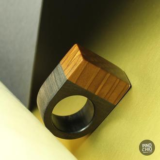 Эксклюзивное кольцо из дерева и эпоксидной смолы