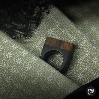 Женское кольцо из черного дерева и зирикоте