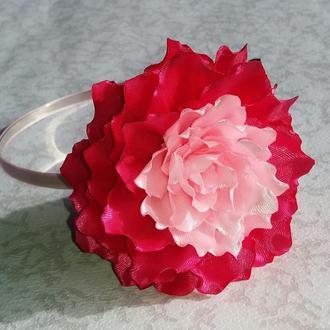 Обруч з пишною квіткою