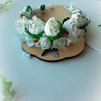 Венок на голову с белыми пионами из фоамирана ручной работы