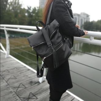 Кожаный рюкзак с металлическими змейками