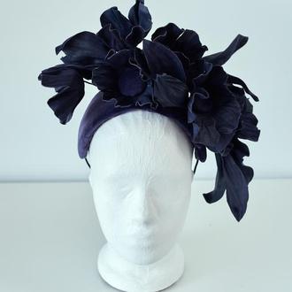 """Ободок-шляпка из велюра и цветами из кожи """"Авелин"""""""