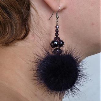Серьги с меховыми фиолетовыми помпонами. Fur pom pom earrings.