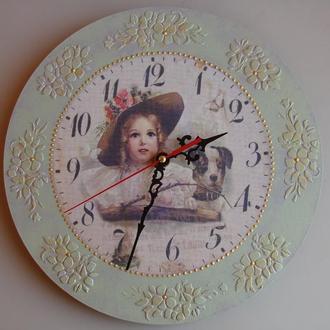Настенные часы ′Девочка с собачкой′