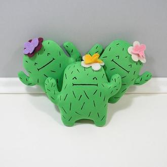 Кактус с цветочком Мягкий зеленый декор антистресс Необычный подарок Кактусный человечек