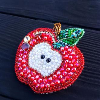 """Брошка """"Соковите Яблучко"""", розшита кристалами та бісером брошь яблоко брошка яблочко красное"""