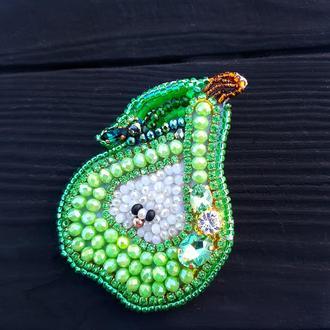"""Брошка -кулон """"Зелена Грушка"""" вишивка кристалами та стразами брошь грушка брошка груша"""