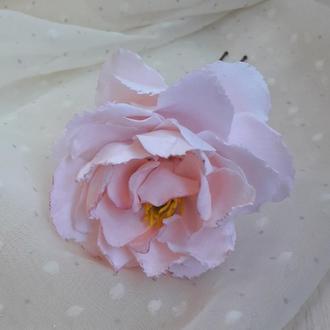 Нежно-розовый пион в волосы. Свадебная шпилька. Цветок в волосы. Прическа невесты.