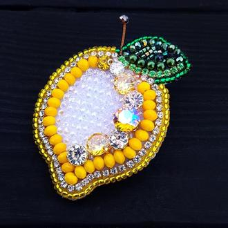 "Брошка - кулон ""Лимончик"" розшита кристалами циркону та Swarovski брошь лимон брошка фрукт"