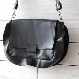 Стильная кожаная сумка с рюшами