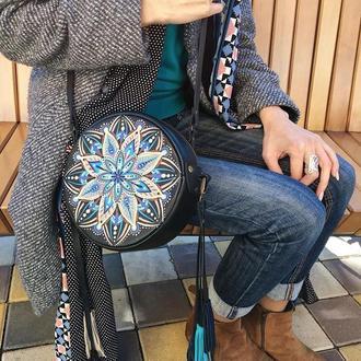 Круглая кожаная сумка с мандалой