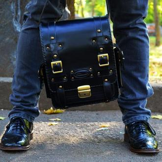 Черная кожаная сумка на ремне для мужчин