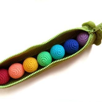 Стручок гороха,вязаный горошек,развивающая игрушка стручок гороха