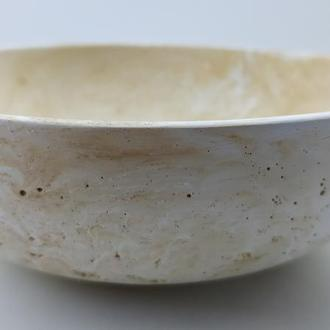 Тарелка из бетона - белый с желтым