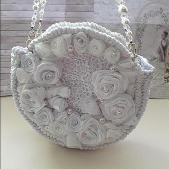 Свадебная сумочка из атласных день и чешских бусин