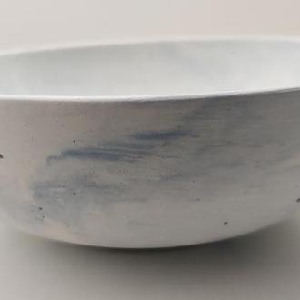Тарелка из бетона - белый с голубым