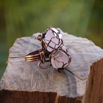 Массивное кольцо с розовым кварцем